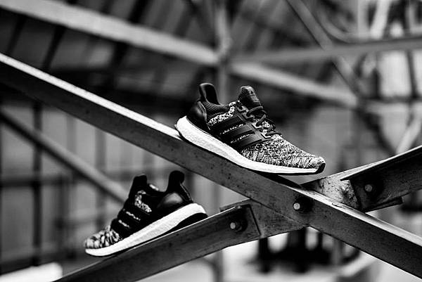 1. adidas攜手加拿大品牌Reigning Champ聯名推出全新鞋履,此番將襲捲每個城市街道,為運動裝束帶來全新時尚面貌。