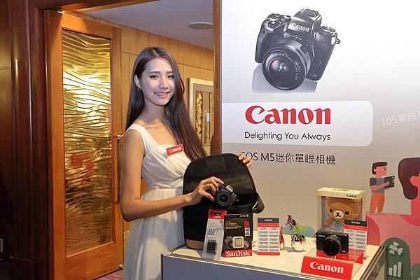 圖說三,除了產品體驗之外,Canon在資訊月推出「三享好禮大方送」,幫消費者在年終預算省荷包,現場還有展場「驚喜加碼好禮」,讓消費者輕鬆一次購足影像產品。