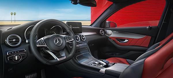 全新GLC Coupe座艙標準配備AMG內裝套件,充分展現熱血與豪華並濟的跑旅特色