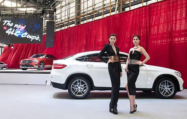 全新GLC Coupe擁有SUC (Sports Utility Coupe)車型最具特色的斜背車尾,完美演繹跨界跑旅之風範
