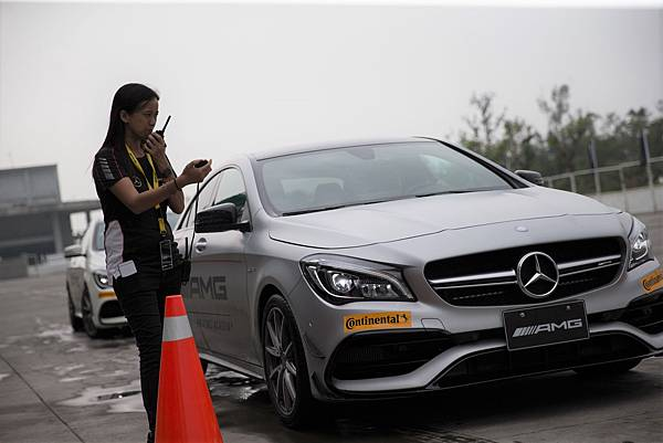 Mercedes-AMG著眼「體驗式行銷」,提供學員零距離感受性能猛獸們奔馳的姿態與速度的魅力