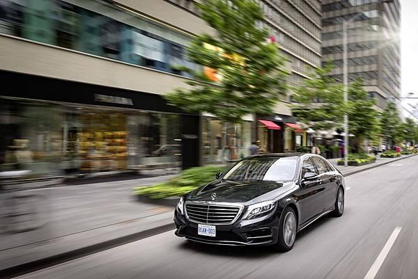 Mercedes-Benz S-Class樹立頂級豪華房車新標竿,現正推出豐富優惠方案,即刻體驗豪華之巔