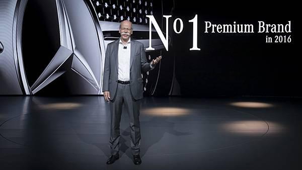 王者回歸_Mercedes-Benz的產品與行銷策略奏效_榮登2016全球豪華汽車品牌龍頭