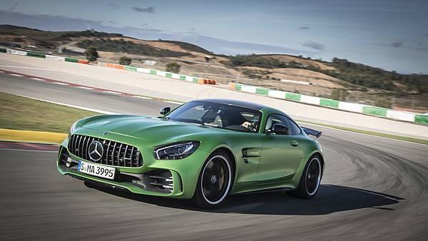 Mercedes-AMG以超凡性能與品牌魅力在2016全球44.1%在台灣更是達到81.8%的年度驚人成長