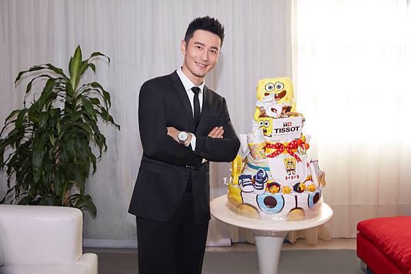 圖二 天梭表全球形象大使黃曉明和「小海綿」專屬設計的Diaper Cake合照