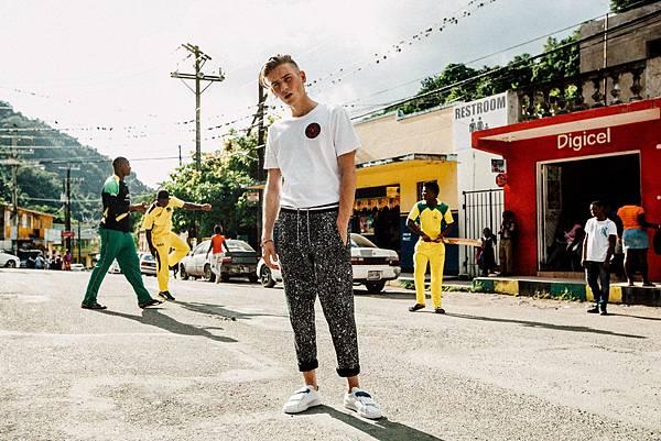 PUMA X DAILY PAPER 板球造型短袖T恤 NT$ 1,880 (白) _ PUMA X DAILY PAPER 板球造型長褲 NT$ 3,580