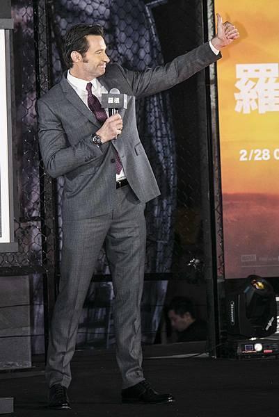 品牌大使休傑克曼配戴萬寶龍TimeWalker時光行者系列兩地時間腕錶出席《羅根》電影宣傳活動