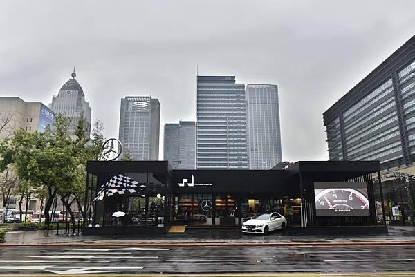 台灣賓士為回應全台車迷對於開幕賽事的高度關注,特別於上週日(3月26日)選在台北市信義區Mercedes-Benz概念館舉辦F1直播派對