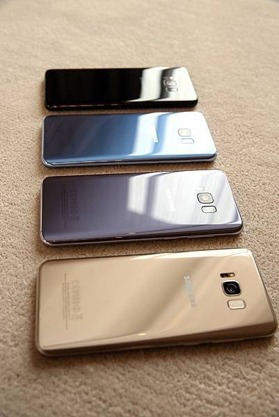 Galaxy S8+晶墨黑、冰湖藍、薰紫灰、流沙金_1