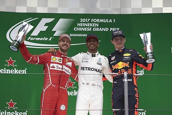 MERCEDES AMG PETRONAS車隊的Lewis Hamilton以優勢速度一路保持領先的狀態,輕鬆收下本站冠軍,也讓自身於今年賽事首度開胡