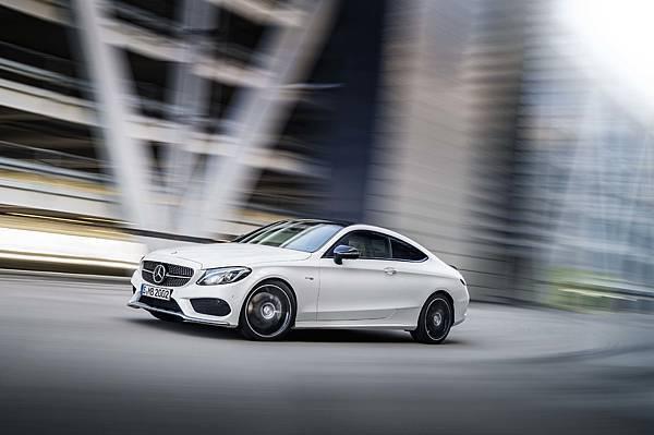 賓士全車系50期優惠分期,本月入主Mercedes-AMG C 43 Coupe,享一年乙式保險含100萬零件險,即刻體驗AMG的熱血基因