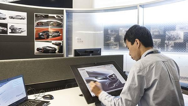 台灣賓士以「虛實整合」的創新數位化服務,不斷深化客製服務思維,展現龍頭品牌的極致精神