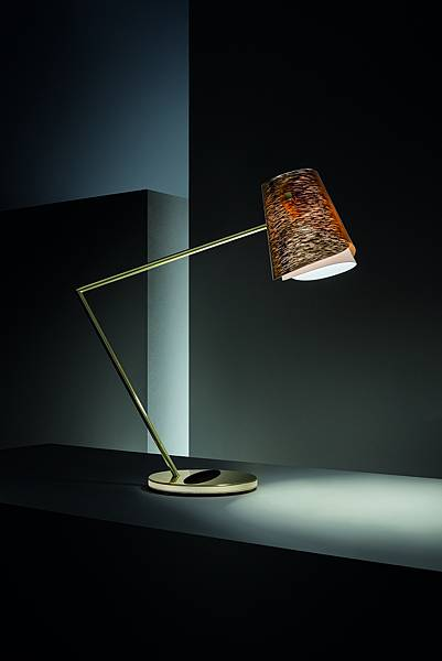 萬寶龍與義大利精品燈具SLAMP聯手推出「Overlay」桌上檯燈_情境圖(2)