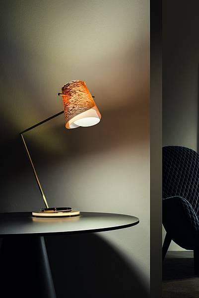 萬寶龍與義大利精品燈具SLAMP聯手推出「Overlay」桌上檯燈_情境圖(1)