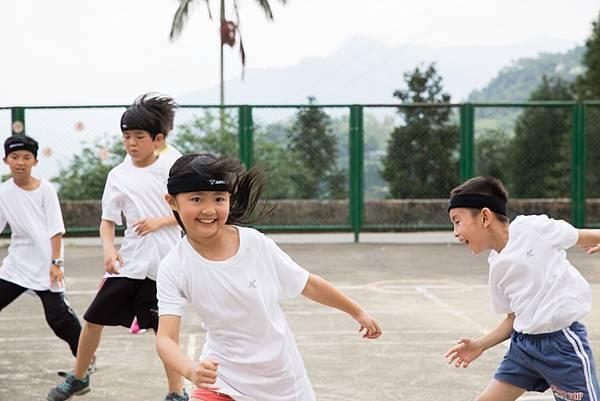 全年級一起上體育課是他們最期待的歡樂時光。