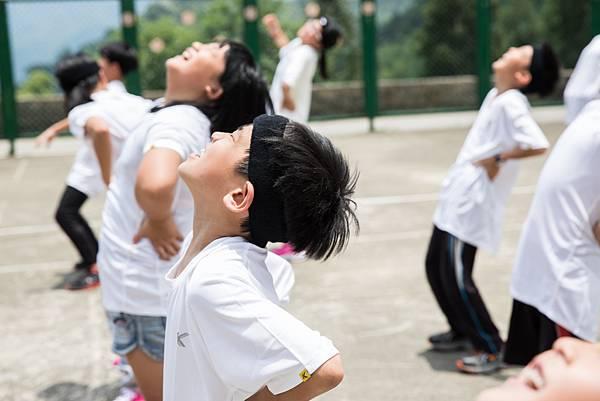 只要上體育課小朋友的臉上永遠掛著笑容。