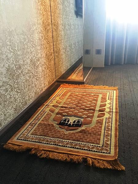 雲朗觀光集團旗下穆斯林友善空間 ,圖為君品酒店手工編織禮拜毯
