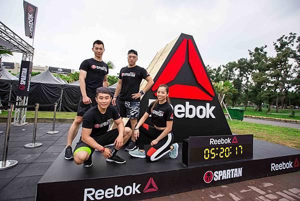 【新聞圖說二】Reebok今(20)日帶領近4,500位勇士於高雄旗津展開越野挑戰