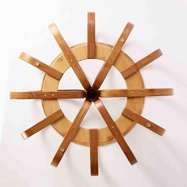 【新聞圖說四】台南應用科技大學學生作品 「Kala喀拉椅凳」外觀設計靈感來自於客家美濃油紙傘優美的骨架