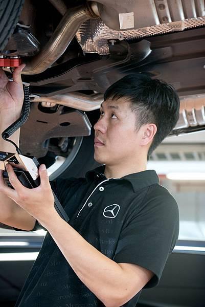 台灣賓士為經銷夥伴進行技術人員的訓練領先業界,截至2016年年底,已進行的員工訓練接近10,000天,超過2012年的兩倍以上