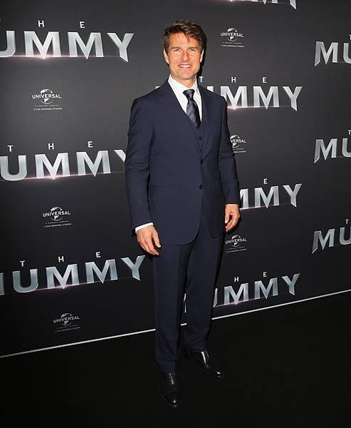 3. 22日澳洲雪梨首映會時,湯姆 ‧ 克魯斯亦穿著Ermenegildo Zegna深藍色量身訂製雙扣西裝 (版權註明 Getty Images)