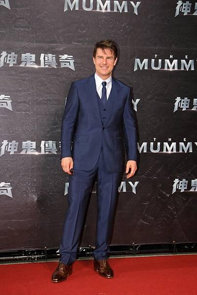 1. 好萊塢巨星湯姆‧克魯斯25日晚上穿著Ermenegildo Zegna量身訂製西裝出席「神鬼傳奇」台北首映會