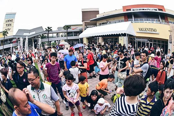 華泰名品城 喜迎端午節,號召超過300個家庭,共計近千人一同齊聚桃園,彩繪立蛋!