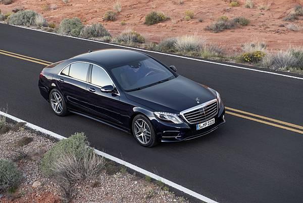 入主S-Class新車「一年乙式車輛全險」,另有三年租賃優惠方案含「三年乙式車輛全險」,即刻駕馭頂級旗艦感受王者風範