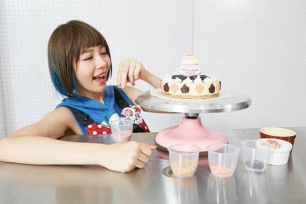 台灣個人演唱會結束後林明禎終於能有時間來親手嘗試做生日蛋糕送給自己