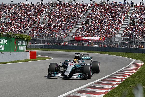 -Lewis Hamilton奪得生涯第56次冠軍,並以生涯第65次桿位追平前輩Ayrton Senna紀錄