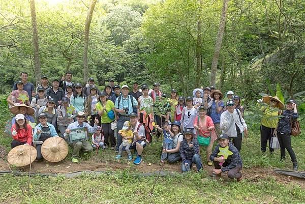 向來以環保印刷為己任的紅藍彩藝率先響應台灣賓士【Mercedes-Benz星夢想-生態復育計畫】種樹志工活動。