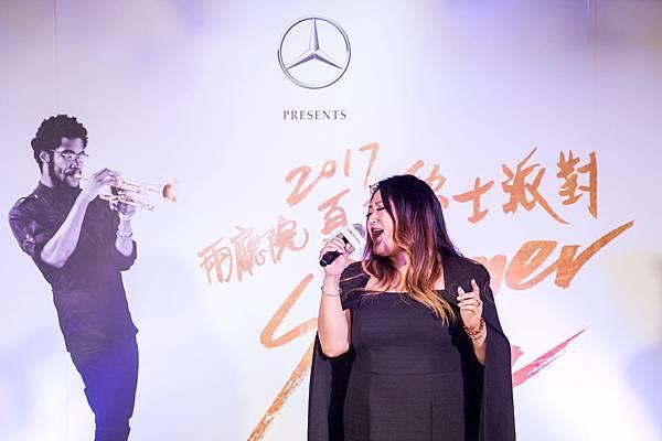 第三度入圍金曲獎歌后的靈魂歌姬家家將攜手國內外音樂巨星傳遞Mercedes-Benz試圖用音樂力量將台灣與世界接軌的終極精神