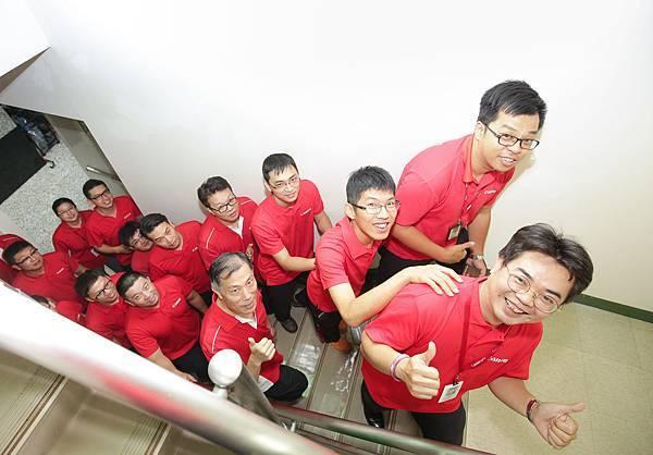 圖說五,Canon全體員工身體力行,在夏至這天爬樓梯上班,宣導低碳節能,在登高的過程中,不僅推廣環保的觀念,也從登高行動中達到節能省碳。