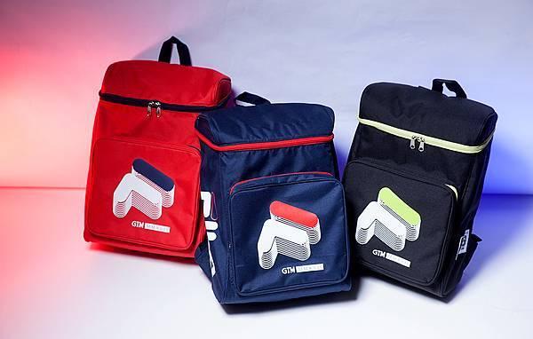圖6.FILA X GTM 2017聯名系列後背包款,以時下流行的方頭款式,搭配拉鍊的跳色設計,打造動感運動時尚。