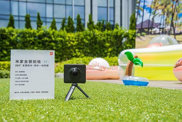 小米今同步推出「米家全景相機」套裝,擁有360度全景、2388萬有效像素,並支援IP67 防水防塵規格,上山下海的每一瞬皆能一拍即得,將於6月28日開賣,售價7,995元。2