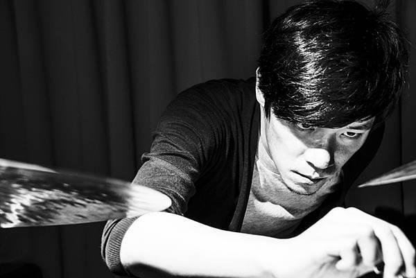 爵士鼓手林偉中活躍於台灣爵士音樂圈並參與許多藝人的音樂會