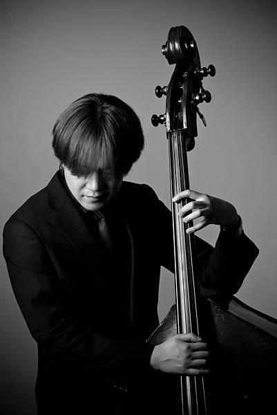 來自東京的貝斯手山田洋平,經常受邀海內外音樂演出及爵士講座教學職務