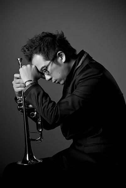 國立東華大學音樂系助理教授及藝術中心主任魏廣晧,為台灣第一位獲得爵士小號演奏碩士之爵士音樂家