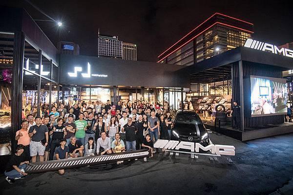 台灣賓士7月9日於#AMGPopUpTaipei性能概念館舉辦Mercedes-AMG性能猛獸車聚,AMG車主一同合影為AMG 50週年刻下難忘的印記