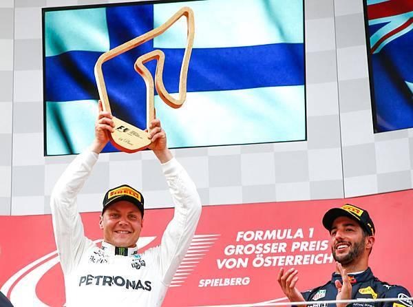 2017年F1第九站Valtteri Bottas以第一名姿態通過終點,取得今年也是生涯第二次的分站冠軍