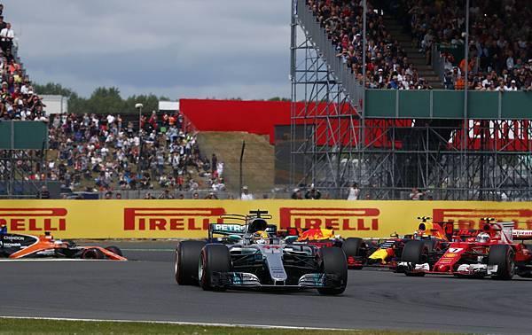 Lewis Hamilton將生涯桿位推進至67場,距離歷史最高紀錄68次僅有一步之遙