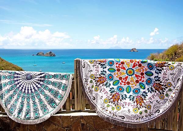 Vagabond-花漾海灘巾$3,580 (右)