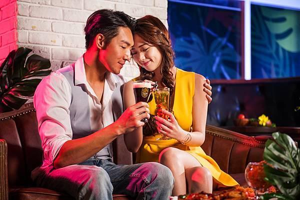 圖7金色三麥餐廳全新概念酒吧空間Sky Bar,綠意叢林設計風格與創新啤酒調酒,讓浪漫約會更升溫。