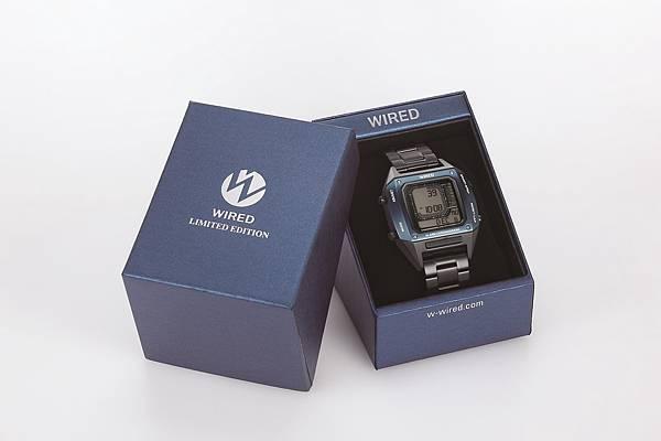 WIRED X BEAMS限定款,隨錶附贈科技未來感專屬錶盒。