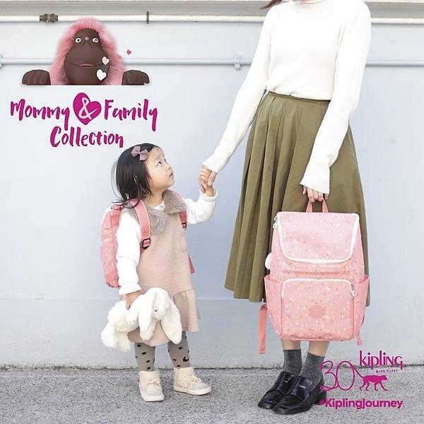 圖1.秋季是一家人到戶外活動的好時節,不妨帶着 KIPLING 獨家為亞洲地區推出的全新Mommy & Family 親子系列,盡情享受盛夏餘韻,一家大小共享心情愉快的美好時光