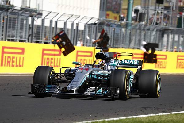 Hungaroring賽道的路況條件雖然險峻,Mercedes-AMG Petronas Motorsport車隊仍展現絕佳團隊合作精神拚至最後一刻