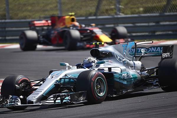 Mercedes-AMG Petronas Motorsport車隊積分保持領先地位,Lewis Hamilton與Valtteri Bottas也以第二名與第三名佔據車手積分排行榜