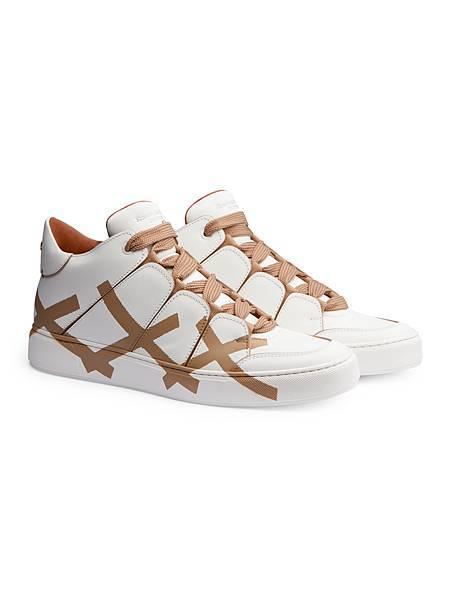 6. 2018春夏時裝秀上的TIZIANO 高筒運動鞋,側邊有品牌經典的Triple Stitch標誌