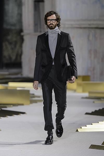 5. 王陽明身穿的深綠色Cashmere窄管褲與 2017年秋冬時裝秀上LOOK 36同款