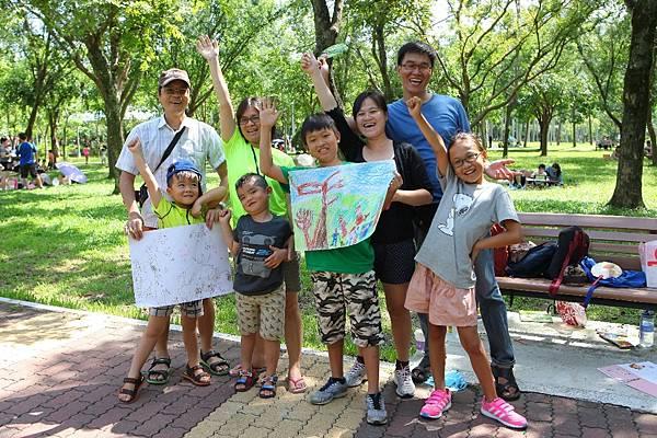 亞尼克歡迎全家大小攜伴走出戶外,一同體驗徜徉在綠地寫生、野餐的樂趣